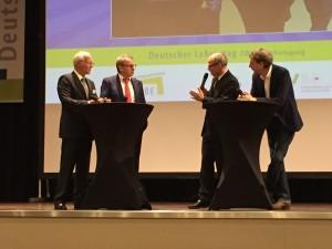Podiumsdiskussion zur Eröffnung des Lehrertags mit Feldmann, Beckmann, Rabe und Moderater Bongard. (Foto: N4T)