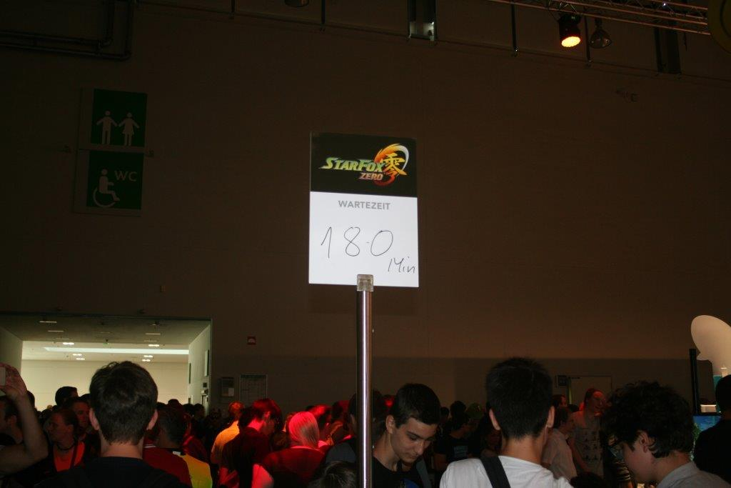 Besucher warten teilweise stundenlang darauf, ein bestimmtes Spiel zu spielen. (Foto: JM)