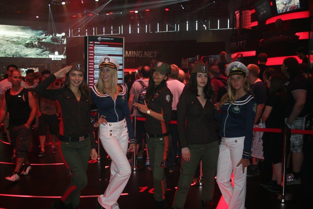 "Hostessen des Kriegsspiels ""World of Warships"". (Foto JM)"