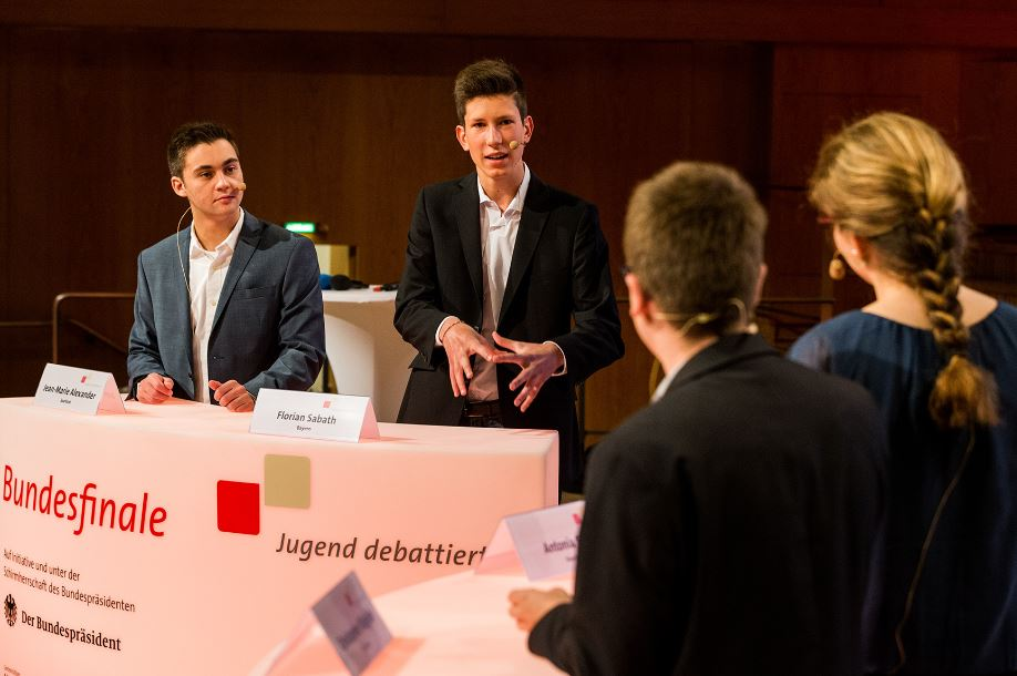 Engagiert bei der Sache: Teilnehmer des Bundesfinales 2015. Foto: Jugend debattiert