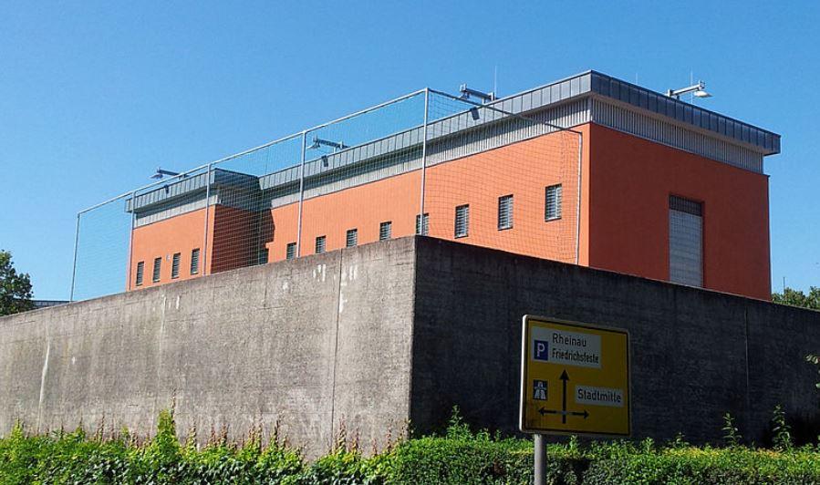 Der Jugendarrest (hier die Anstalt in Rastatt) gilt als Warnschuss für jugendliche Straftäter. Foto: Duke / Wikimedia Commons (CC BY 3.0)