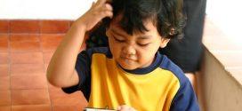Handy in der Schultüte? Immer mehr Grundschüler haben ein eigenes Handy – Experten sehen das kritisch