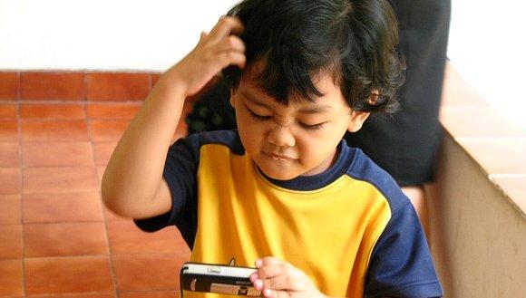"""Schon Kita- und Grundschulkinder sollen verstehen, wie digitale Technik funktioniert, meint Michael Frrtz, Vorstand der Stiftung """"Haus der kleinen Forscher"""". Foto: ikinitip / pixabay (CC0 Public Domain)"""