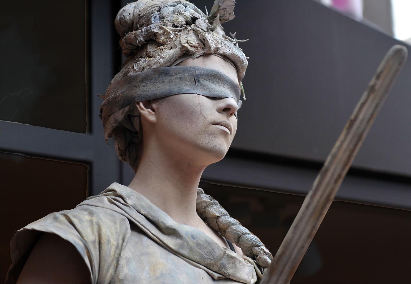 Misswirtschaft, Unterschlagung, Führungsversagen. Nun klärt das Arbeitsgericht Düsseldorf, ob dem Volkshochschulverband Schadenersatz zusteht. Foto: FaceMePLS / flickr (CC BY 2.0)