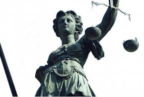"""Gericht urteilt: Strafsitzen vor dem Sekretariat ist """"soziale Isolation"""" – und nicht rechtens"""