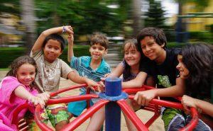 Zwei Drittel der vom Deutschen Kinderhilfswerk befragten Kinder und Jugendlichen wollen mehr draußen spielen. Foto: guilherme jofili / flickr (CC BY 2.0)