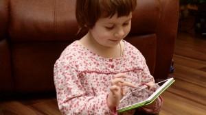 Medienerziehung muss nach Meinung von Experten bereits im Kindergartenalter ansetzen. Foto: Honza Soukup / flickr (CC BY 2.0)
