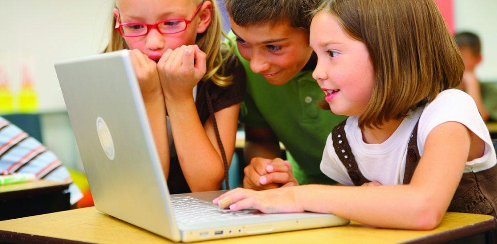Bald geht's los: Die digitale Revolution erreicht die Schulen in Deutschland. Foto: Lucélia Ribeiro / flickr (CC BY-SA 2.0)