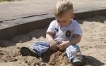 Ist es ein Stress für Kleinkinder, den ganzen Tag in der Kita zu verbringen, der sich bei der Entwicklung bemerkbar macht? Foto: anschi / pixelio.de