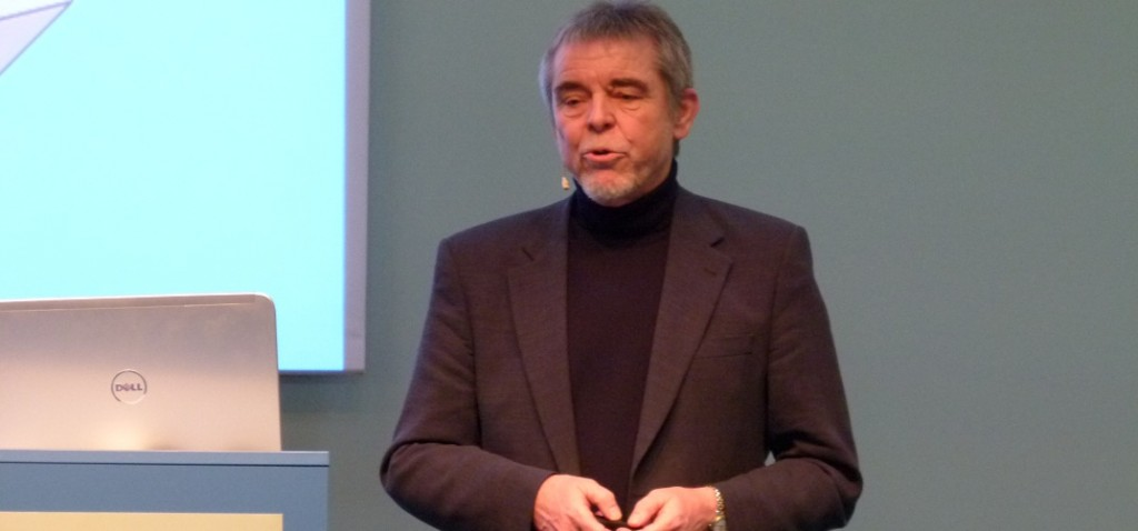 """Der renommierte Forscher referiert hier auf der Bildungsmesse """"Didacta"""" 2012. (Foto: News4teachers.de)"""
