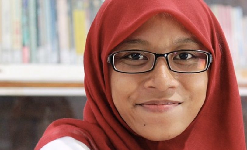 Junge Frau mit Kopftuch - «Namentlich ein Kopftuch ist nicht aus sich heraus religiöses Symbol.», befanden die Karlsruher Richter. Anders als ein Kruzifix an Schulwänden, stelle es daher auch keine Identifizierung des Staates mit einem bestimmten Glauben dar. Foto: wahyucurug / pixabay (CC0)