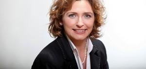 Möchte wiedergewählt werden: Hessens Kultusministerin Nicola Beer; Foto: Frank Ossenbrink / Kultusministerium Hessen