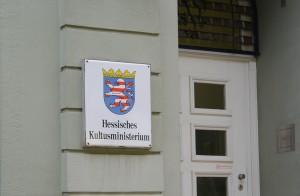 """""""Ich will da rein"""" in moderner Form oder ein gangbarer Weg, um den hessischen Bildungsgipfel doch noch zum Erfolg zu führen? Foto: Christos Vittoratos / Wikimedia Commons (CC-BY-SA 4.0)"""