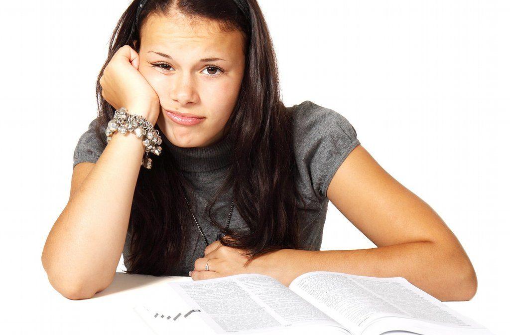 Schule kann nicht alle Erziehungsfehler ausbügeln, das sieht auch die Politik, doch Lösungen sind nicht umsonst zu haben. Foto: PublicDomainPictures / pixabay (CC0 1.0)