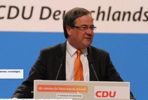 """""""Laschet hintergeht Studierende"""": CDU-Vize drohen nach """"Noten-Affäre"""" juristische Konsequenzen"""