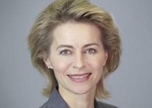 Will Eltern von Schulschwänzern mit Bußgeldern bestrafen: Arbeitsministerin von der Leyen. Foto: Laurence Chaperon / Wikimedia Commons (CC-BY-SA-3.0)