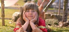 Studie: Mädchen sind in der Schule leistungsbereiter als Jungen – weil sie sich früher ins System schicken