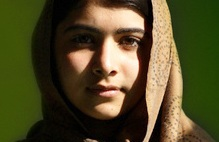 Ihr Zustand ist weiterhin ernst: die 14-jährige Malala. Foto: Pakitrojan / Wikimedia Commons (CC BY-SA 3.0)