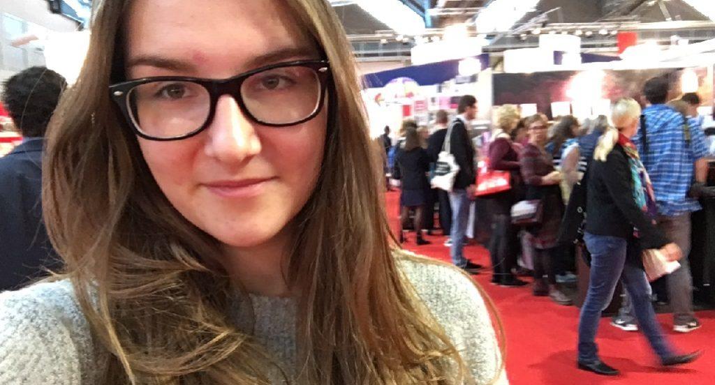 Selfie auf der Buchmesse: Die 14-jährige Milla beim Besuch in Frankfurt. Foto: pivat