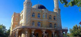 Eltern halten ihren Sohn vom Klassenausflug in eine Moschee fern – weil sie angeblich um dessen Sicherheit fürchten. Streit um Bußgeld
