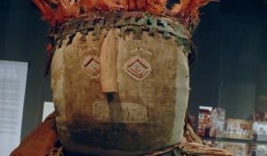 Auch die Inka mumifizierten Leichen, auch Kinderleichen. Das Foto zeigt eine Inka-Mumie im Ethnologischen Museum Berlin. Foto: Ethnologisches Museum Berlin / Wikimedia Commons