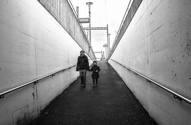 Alleinerziehende Mütter und ihre Kinder sind häufig von Armut betroffen. Foto: Natasha Chub-Afanasyeva / flickr (CC BY 2.0)