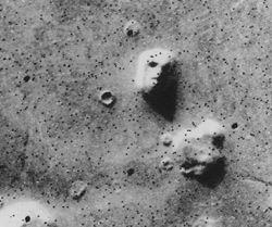 Psychologie: Warum wir überall Gesichter sehen – sogar auf dem Mars