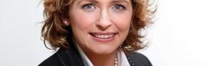 Nicola Beer würde sich zu wenig um berufstätige Eltern kümmern, sagt die SPD; Foto: Frank Ossenbrink / Kultusministerium Hessen
