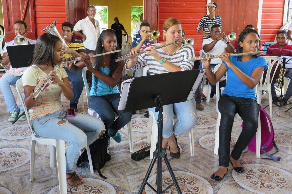 """Integration mit Tönen – Seit den 70er Jahren setzt das Projekt """"El Sistema""""auf die verbindende Kraft der Musik (Symbolbild). Foto: Monique Popescu / Wikimedia Commons (CC0)"""