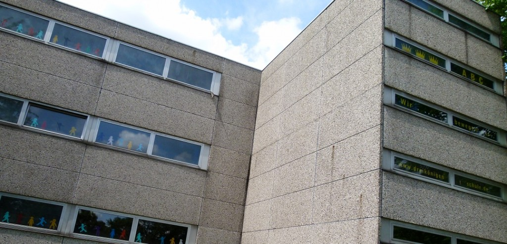 Das Umweltgift PCB lauert in Schulgebäuden aus den 70-er und 80-er Jahren - wie hier in Neuss. Foto: Priboschek