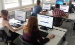 Informatikunterricht bekommen in Baden-Württemberg zunächst nur die Gymnasiasten. Foto Triplec85 / Wikimedia Commons (CC0)