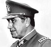 Augusto Pinochets- hier 1974 - Gewaltherrschaft wirft auch lange nach seinem Tod noch düstere Schatten (Foto: desconocido - Archivo Diario Clarin Argentina)