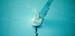 """Die """"Polarstern"""" ist jetzt aufgebrochen zu einer Reise in die Dunkelheit. Foto: Wikimedia Commons"""