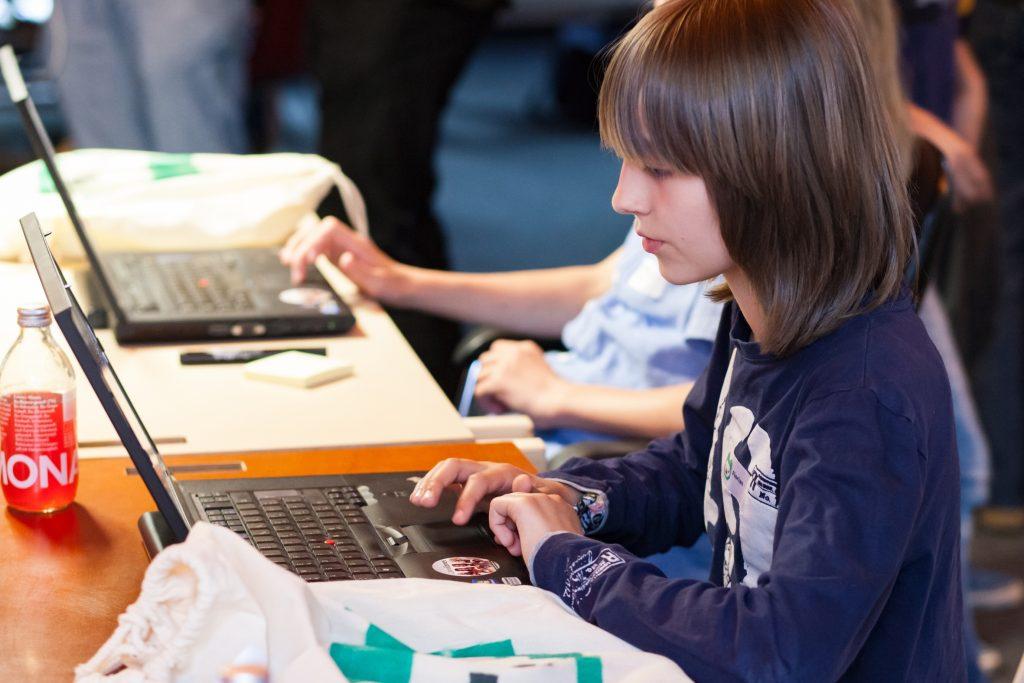 Die Mehrheit der Bürger (59 Prozent) fordert Programmieren als Schulfach - das geht aus einer von der Körber-Stiftung vorgestellten Forsa-Umfrage hervor. Foto: Sandra Schink