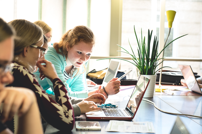 """Pflichtfach Programmieren: Laut Umfrage will Mehrheit der Deutschen """"Coding"""" im Schulunterricht"""