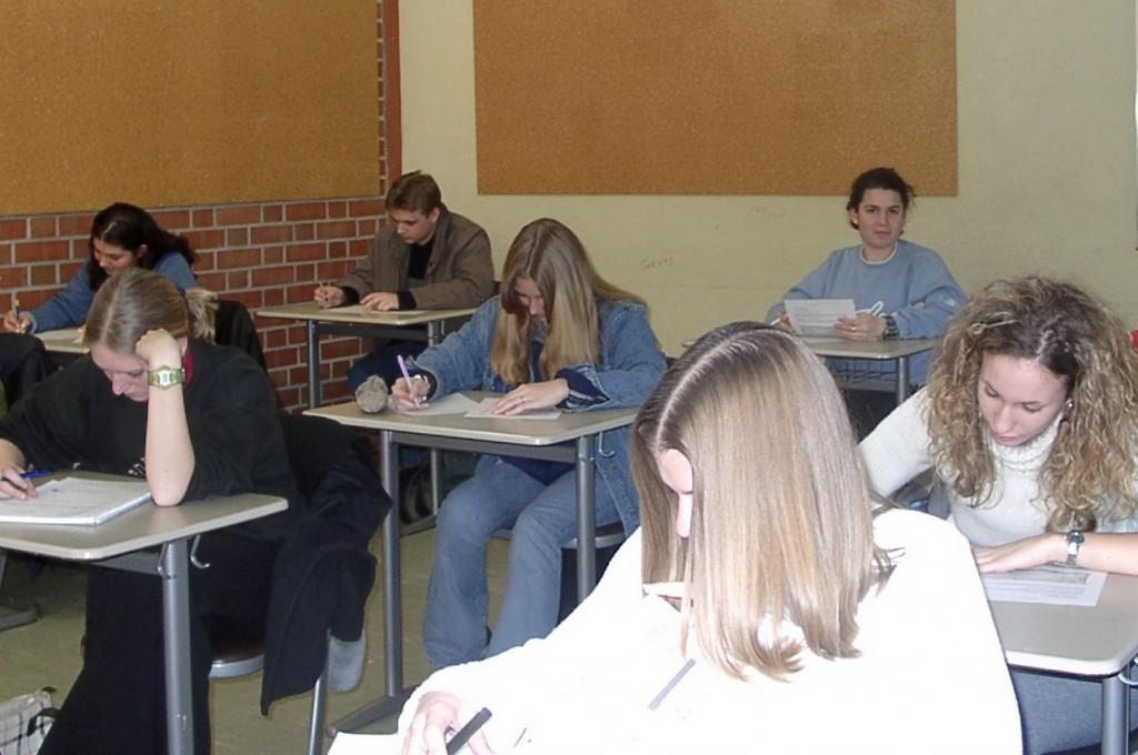Bei der Reform des Abiturs in Mecklenburg-Vorpommerns deuten die Zeichen derzeit auf weniger Fächer, aber strengere Bewertungen. Foto: Klaus-Uwe Gerhardt / pixelio.de