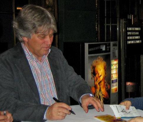 Rolf Zuckowski will  zukünftig weniger auf der Bühne stehen.  (Foto: marcimarc/Wikimedia)