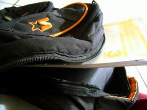 Schultasche, Stifte, Hefte, Bücher: Vom Bildung- und Teilhabepaket nicht finanzierbar, sagen Verbände. Foto: Flickr/TDN Channel (CC BY-SA 2.0)