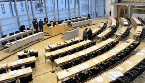 Wer in den nächsten Jahren die Regierungsbänke im Landtag von Sachsen-Anhalt besetzt, ist noch offen. Foto: Ra Boe / Wikimedia Commons (CC BY-SA 3.0)