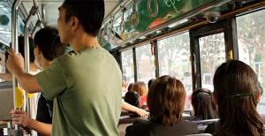 Viele Schulbuslinien sind über den öffentlichen Personennahverkehr organisiert. Mit einer Sitzplatzpflicht werde es da schwierig. Foto: epSos.de / flickr (CC BY 2.0)