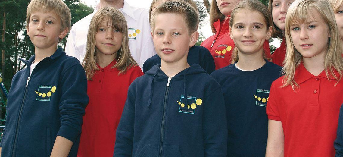 Schüler tragen gerne Schulkleidung - hier in der Waldgrundschule Hohen Neuendorf. Foto: JeHoMi / Wikimedia Commons (CC BY 3.0)