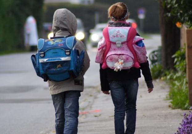 Verordnung soll Sicherheit von Kindern erhöhen; Foto: Günter Havlena / pixelio.de