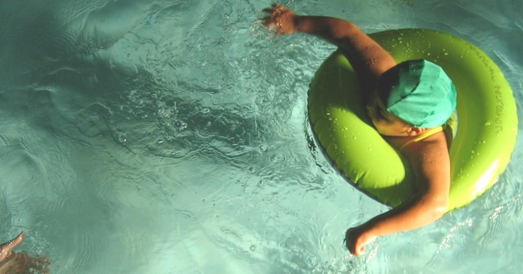 Viele Flüchtlingskinder können noch nocht schwimmen. Das Kultusministerium sieht den Schwimmunterricht als Teil der schulischen Integrationsarbeit. Foto: Ctd 2005 / flickr (CC BY 2.0)