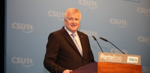 Kleine Anpassung im Nachtragshaushalt? Bayerns Ministerpräsident Horst Seehofer. Foto: blu-news.org / flickr (CC BY-SA 2.0)