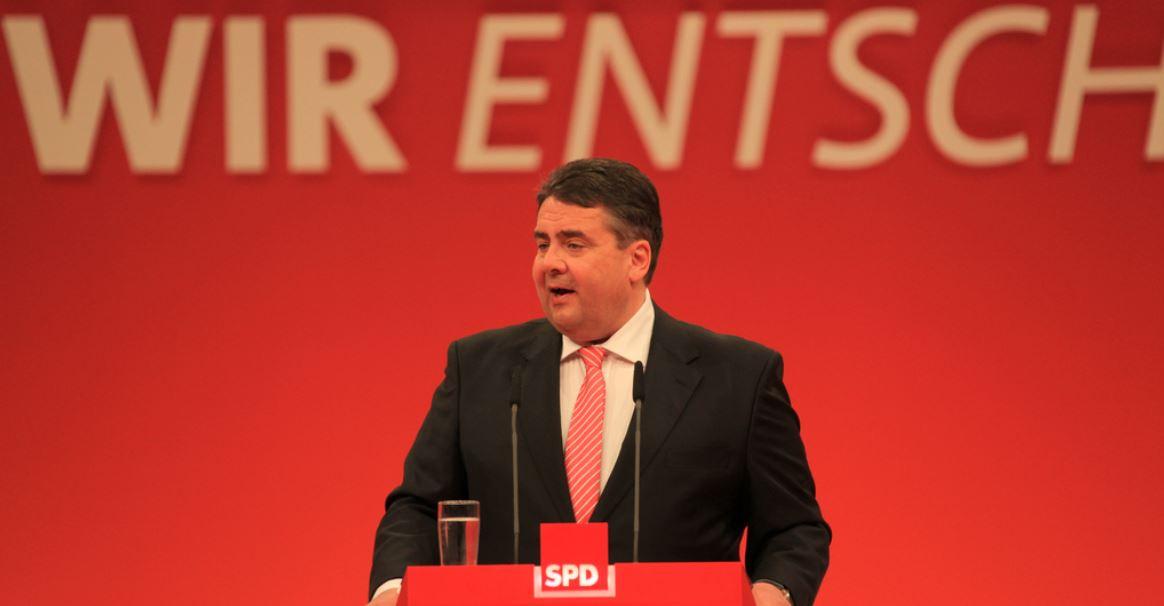 War mal Berufsschullehrer - länger her: SPD-Chef Sigmar Gabriel (hier auf einem SPD-Parteitag 2013). Foto: Amekrümel, Wikimedia Commons (CC BY-SA 3.0)