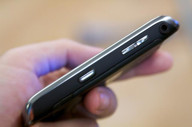 Hat den Spickzettel weitgehend abgelöst: das Smartphone. Foto: Cheon Fong Liew/Flickr (CC BY 2.0)