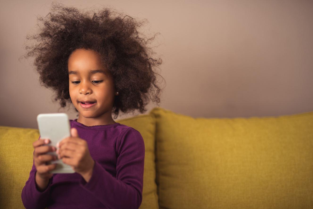 Handy in der Schultüte? Immer mehr Grundschüler haben ein eigenes Smartphone – Experten sehen das kritisch