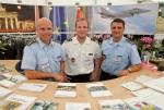 Soldaten an einem Infostand der Bundeswehr