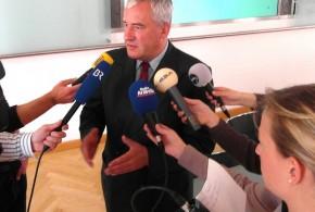 Minister Spaenle räumt ein: Lehrer mit Ansturm von Flüchtlingskindern allein überfordert