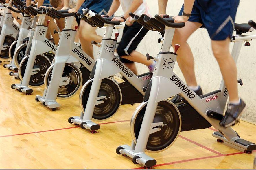 Spinning-Räder im Klassenzimmer – Was bringt Strampeln für bessere Noten? Eine Bilanz nach einem Jahr